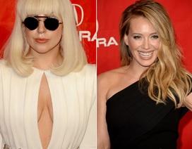 """Hilary Duff tươi tắn sau khi bỏ chồng; Lady Gaga gây sốc với áo không """"nội y"""""""