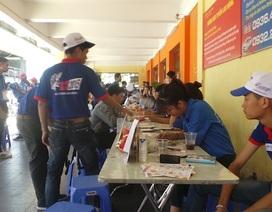 Hà Nội: Tình nguyện viên tiếp sức mùa thi dưới trời nắng nóng như đổ lửa