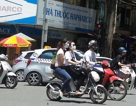 Hà Nội: Người đi xe đạp điện đầu trần nhởn nhơ qua mặt CSGT