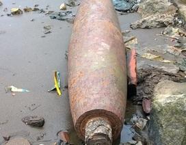 Quả bom gần 250kg còn nguyên kíp nổ nằm trong... công viên