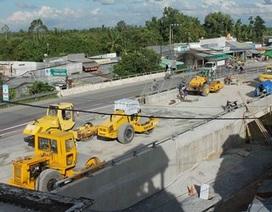 Xây dựng cầu, 50 nhà dân bị lún, nứt