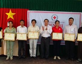 Báo Dân trí tại Cần Thơ nhận bằng khen về thành tích vận động vì người nghèo