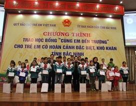 Phó Chủ tịch nước Nguyễn Thị Doan trao học bổng cho học sinh nghèo