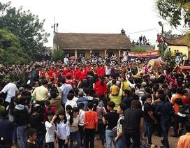 """Người dân Ném Thượng vẫn """"chém lợn"""" trong ngày hội làng"""