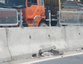 Ngang nhiên tháo tấm chắn sáng trên quốc lộ để làm lối đi