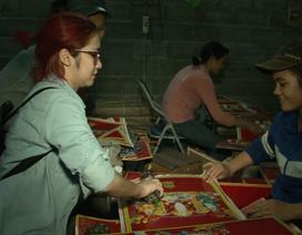 """Quán quân """"Học Viện Ngôi Sao 2014"""" Hòa Minzy bỏ phố đi rong"""