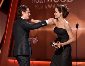 Angelina Jolie gầy gò vẫn xinh đẹp