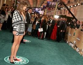 Alessandra Ambrosio khoe chân thẳng tắp