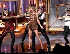 Taylor Swift khoe chân thon tại lễ trao giải âm nhạc Mỹ