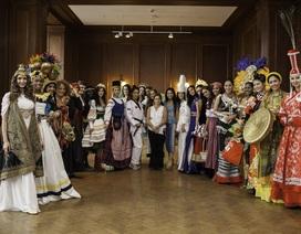 Hoa hậu các nước rực rỡ trong trang phục dân tộc
