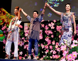 Hùng Việt tự tin mang áo dài tới Paris