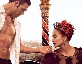 Jennifer Lopez tình tứ với bạn diễn điển trai