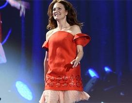 Julianne Moore trẻ trung đáng kinh ngạc ở tuổi 54
