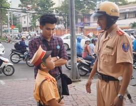 Diễn viên Chí Thiện giúp trẻ em học luật giao thông