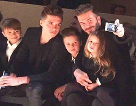 Gia đình tới cổ vũ Victoria Beckham ra mắt BST mới