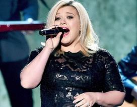 """Kelly Clarkson: """"Tôi không quá quan tâm tới vẻ ngoài của mình"""""""