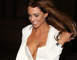Cựu hoa hậu Anh gợi cảm bất chấp giá rét