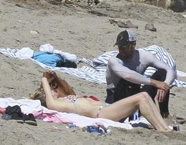 Kate Hudson bất ngờ đi biển cùng thủ lĩnh nhóm Coldplay