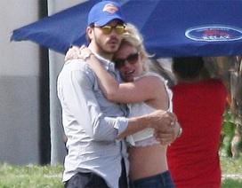 Britney hạnh phúc bên bạn trai mới