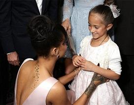 Rihanna thân thiết với con của Jennifer Lopez