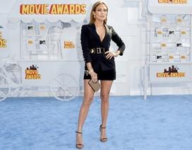 Jennifer Lopez khoe chân thẳng tắp tại lễ trao giải điện ảnh của MTV