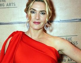Kate Winslet rực rỡ trong chiếc váy đỏ