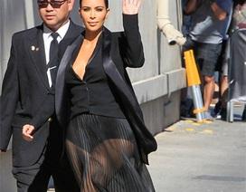 Kim Kardashian diện váy xuyên thấu cũng không đẹp