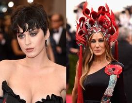 Katy Perry và Sarah Jessica Parker khác lạ trên thảm đỏ