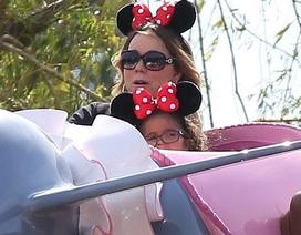 Mariah Carey nhí nhảnh đi chơi tại Disneyland