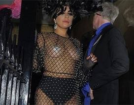 Lady Gaga mặc váy xuyên thấu ra phố