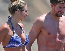 Vợ Steven Gerrad: Ba con vẫn bốc lửa