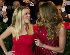 Hai kiều nữ Hollywood thân thiết dự sự kiện
