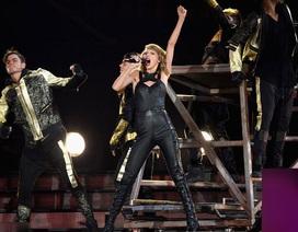 """Taylor Swift lần nữa đốt cháy sân khấu bằng thân hình """"bốc lửa"""""""