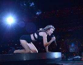 Siêu mẫu nội y bất ngờ xuất hiện trong buổi diễn của Taylor Swift