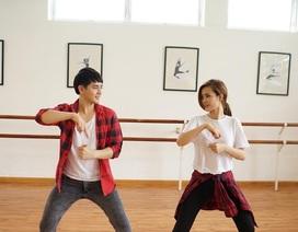 Đông Nhi nhảy múa tưng bừng