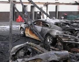 12 chiếc siêu xe và xe siêu sang cháy rụi cùng lúc