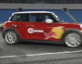 Kỷ lục thế giới mới về đỗ xe vào chỗ hẹp