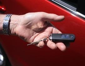 Mắc kẹt trong xe Mazda3 suốt đêm vì không thạo dùng khoá không chìa