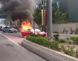 Thêm một vụ cháy xe Ferrari