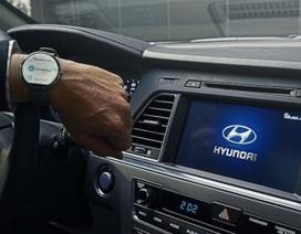 Không nên đeo đồng hồ thông minh khi lái xe?