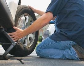 Lốp xe sedan nên bơm căng mấy cân?
