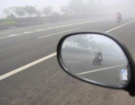 Thiếu gương chiếu hậu xe máy: Không phải là lỗi phụ