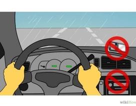 Những điều cần lưu ý để lái xe an toàn trong mùa mưa