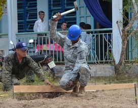 Không quân Mỹ - Thái Bình Dương hỗ trợ khám chữa bệnh, sửa trường học