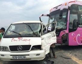 Hai xe khách tông nhau, 8 hành khách bị thương