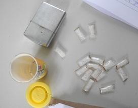 Bắt đối tượng bán ma túy đá trong quán cà phê