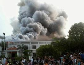 Xưởng may phát hỏa, hàng nghìn xe máy bị đốt thành than