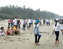 Tắm biển ngày Tết, 3 nữ sinh chết đuối