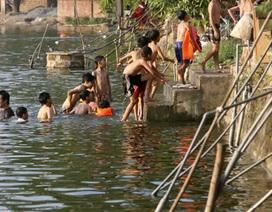 Ăn nước ao cạnh đường ống nước Sông Đà