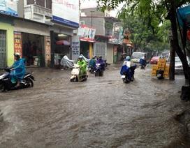 """Hà Nội """"sũng nước"""" trong cơn bão số 5"""
